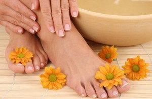 beautiful-leg-beauty-treatment-bowl-of-pure-water
